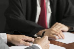 企业履行社会责任应关注的主要风险包括哪些